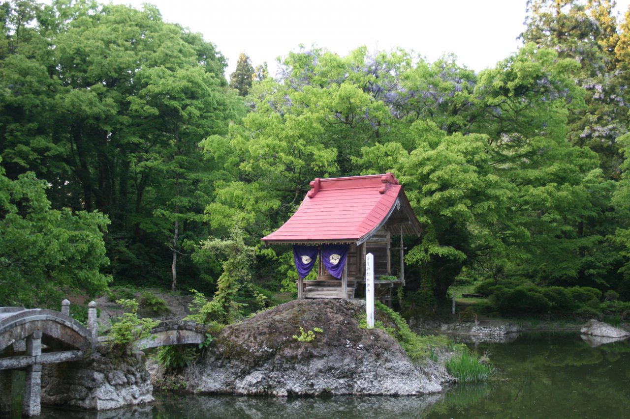 Benten Shrine sits in the center of the pond.
