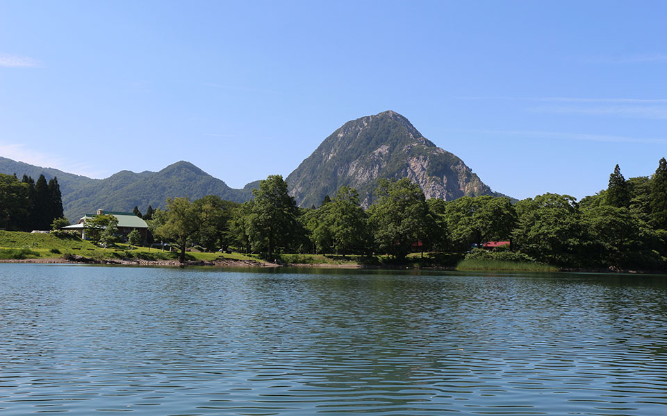 Takanami-no-Ike Pond and Mt. Myojo
